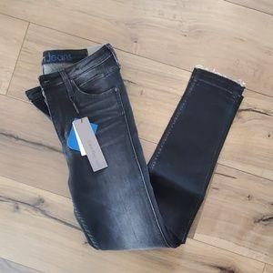 NWT Calvin Klein Black Skinny Jeans